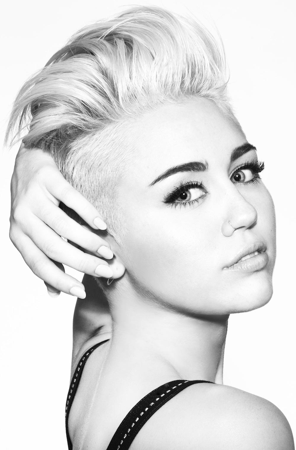Miley Cyrus prezentuje \