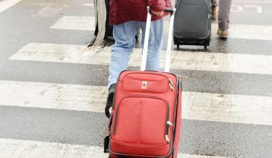 Emigranci wyjeżdżają z Polski