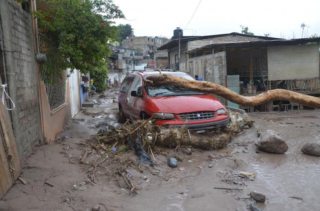 Meksyk: huragan Ingrid i sztorm Manuel