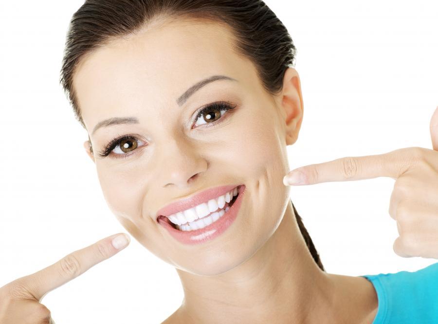 Mit nr 4. Pasty wybielające faktycznie wybielają zęby.