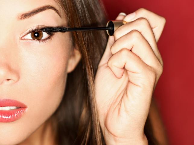 Jak wykonać makijaż oczu niedoskonałych?