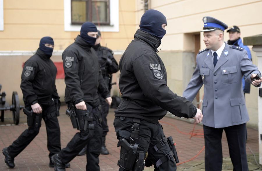 Policja przed Sądem Okręgowym w Rzeszowie przed rozprawą ws. Mariusza Trynkiewicza