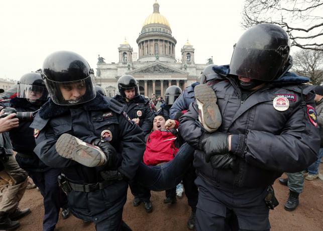 Demonstracja przeciwko interwencji Rosji na Ukrainie