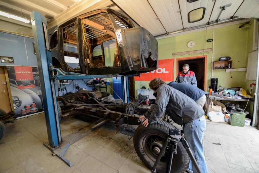 Cadillac w trakcie rekonstrukcji w Poznaniu
