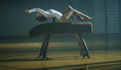 """Kylie Minogue w ogniu krytyki – fani oburzeni erotycznym """"Sexercize"""""""