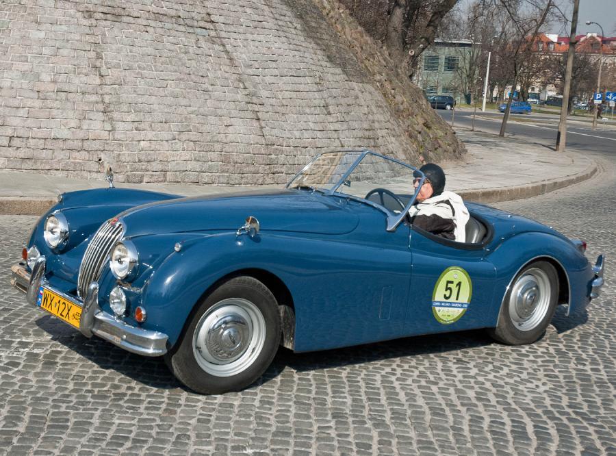 Polacy z pięknym Jaguarem przez 1000 mil