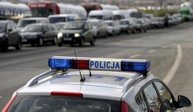 Korek na drodze i policja