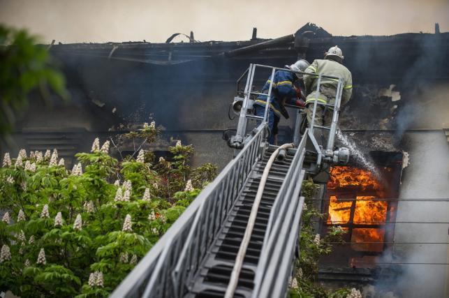 Pożar komisariatu milicji w Mariupolu na Ukrainie