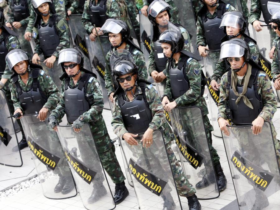 Tajscy żołnierze nie dopuszczają do protestów w Bangkoku