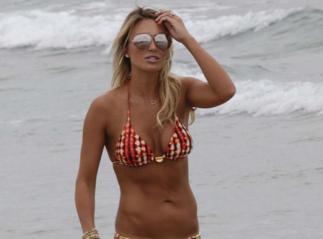 Żona Stevena Gerrarda lepiej wypadła na plaży niż jej słynny mąż na mundialu