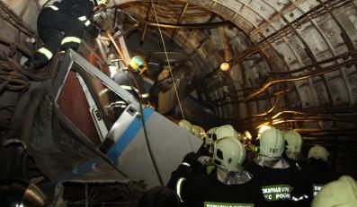 Akcja ratunkowa po wypadku w metrze w Moskwie