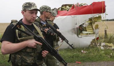 Prorosyjscy separatyści na miejscu katastrofy malezyjskiego samolotu MH17
