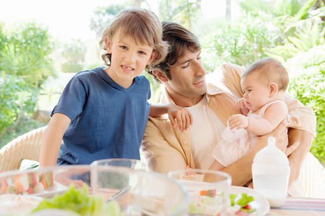 Co denerwuje kobiety, gdy mężczyzna zajmuje się dzieckiem?