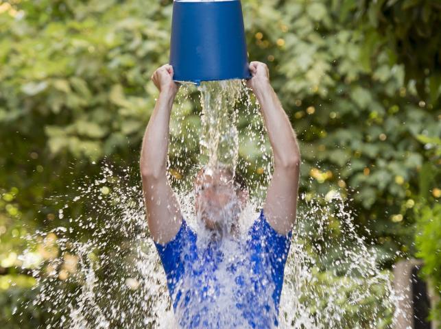 Czym jest Ice Bucket Challenge?