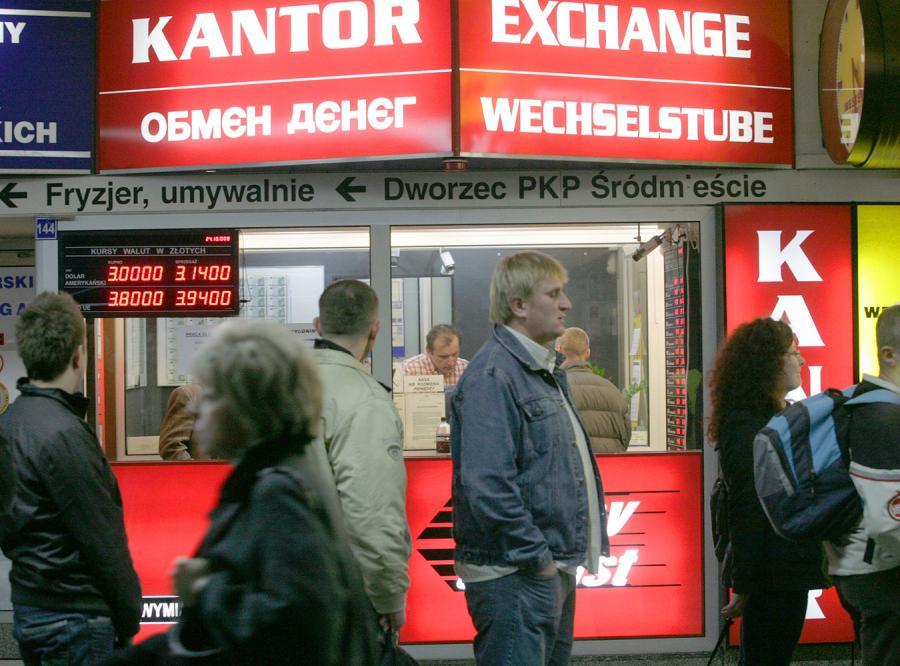 Polacy ogołocili kantory z dolarów