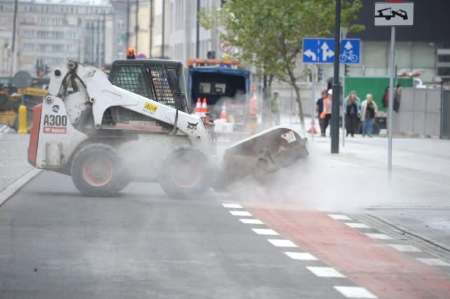 Ulica Świętokrzyska w Warszawie - ostatnie prace przed otwarciem