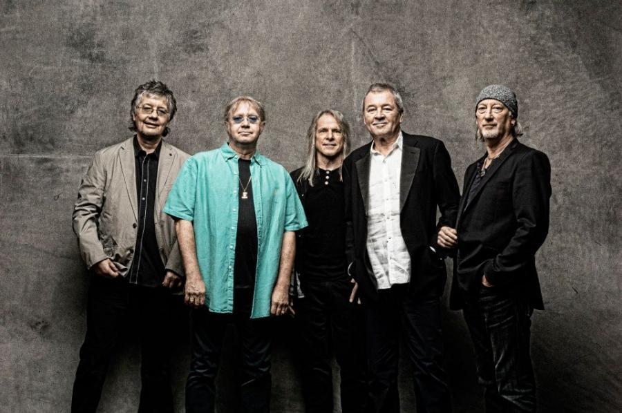"""Deep Purple. Legenda rocka jest w trasie, którą sama nazwała Long Goodbye Tour. Pożegnanie z polską publicznością będzie miało miejsce w Krakowie, 1 lipca. Zespół, który ma swym repertuarze takie hity jak """"Smoke On The Water"""" czy """"Child In Time"""" jest w wyśmienitej formie. Bilety kosztują 199 złotych."""