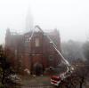 Dogaszanie pożaru zabytkowej katedry pw. Wniebowzięcia Najświętszej Maryi Panny w Sosnowcu