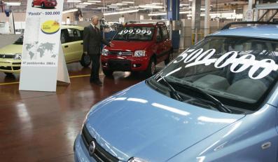 Fiat panda jedzie z ziemi polskiej do włoskiej