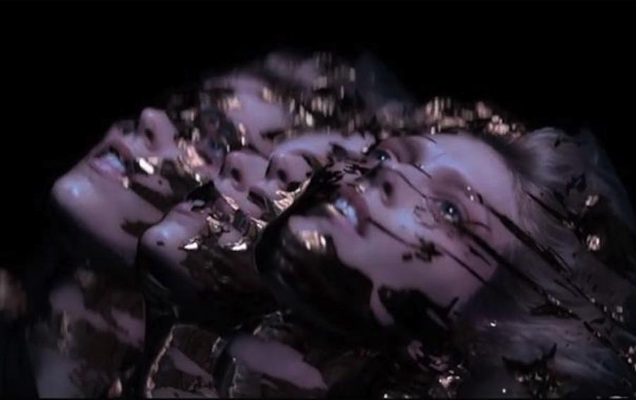 Anja Rubik w klipie Black Atlass
