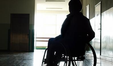 Ministerstwo naciągnie inwalidów na wózki