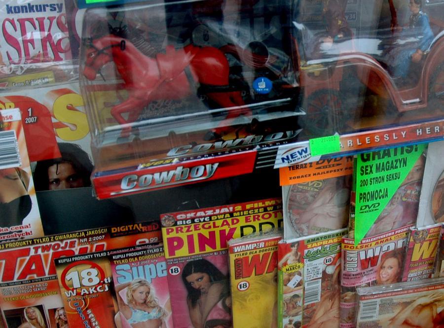 Europoseł nie chce pornografii na stacjach Orlen