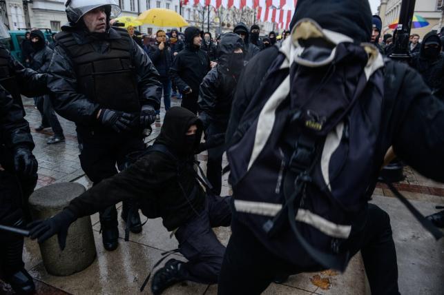 """Zamieszki podczas antyfaszystowskiej demonstracji """"Razem przeciwko nacjonalizmowi"""""""