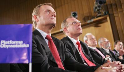 Notowania partii Tuska lecą w dół