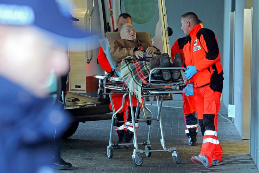Gen. Czesław Kiszczak w drodze do szpitala