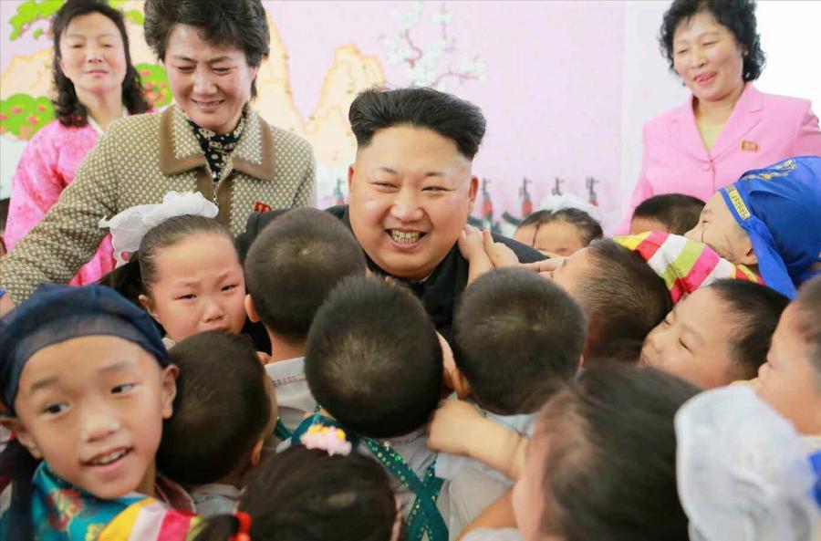 Kim Dzong Un odwiedza sierociniec