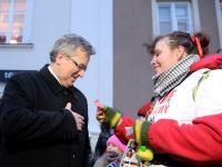 23. Finał WOŚP. Minister zbierał do puszki, dorzucił się też prezydent Komorowski. ZDJĘCIA z całej Polski