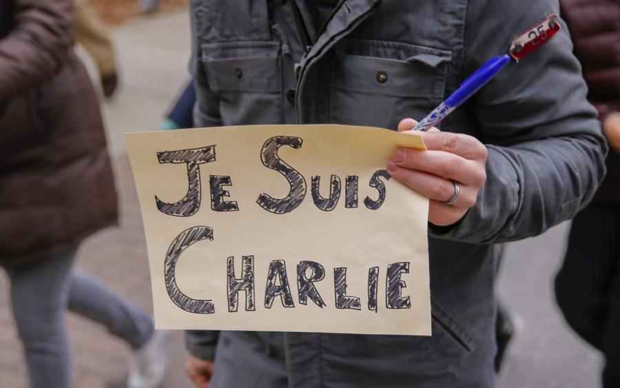 Wyrazy poparcia dla ofiar ataku terrorystycznego w Paryżu