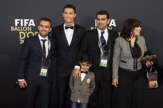 Cristiano Ronaldo Złotą Piłkę FIFA odbierał w asyście rodziny