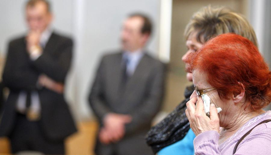 Rodziny górników podczas ogłaszania wyroku w sprawie katastrofy w rudzkiej kopalni \