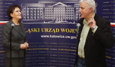 """Premier Ewa Kopacz (L) i przewodniczący zarządu Regionu Śląsko-Dąbrowskiego NSZZ """"Solidarność"""" Dominik Kolorz (P)"""