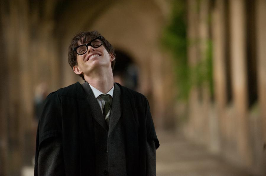 Eddie Redmayne dostał dzięki roli Hawkinga życiową szansę i ma gigantyczne szanse na Oscara