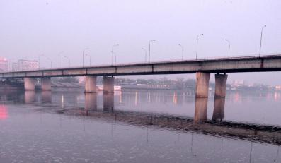 Most Łazienkowski ugaszony dopiero nad ranem