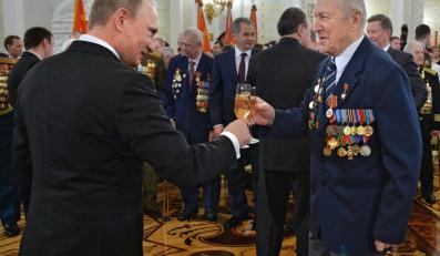 Władimir Putin i rosyjski weteran wojenny