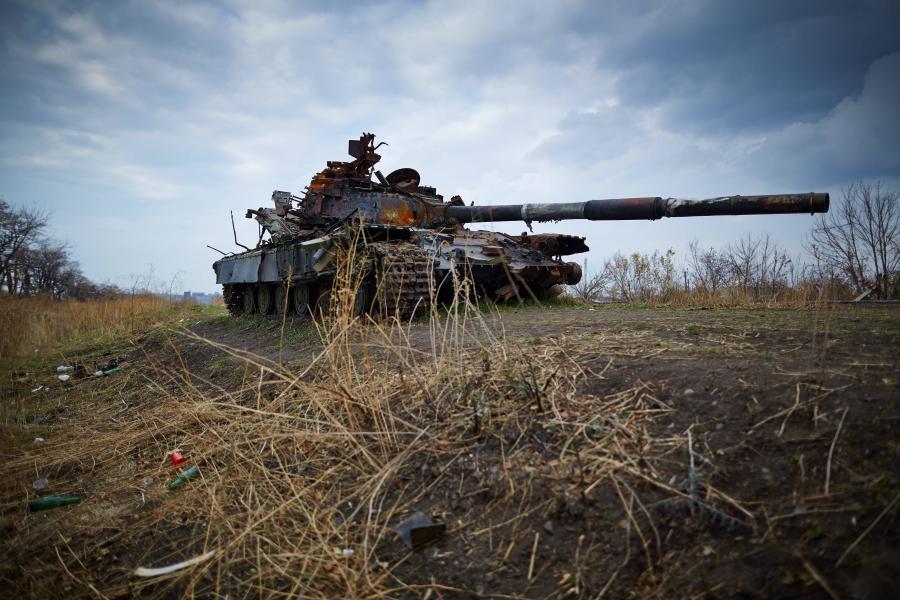 Zniszczony czołg na Ukrainie