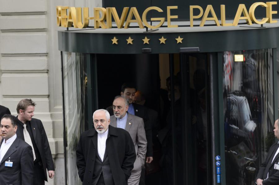 Mohammad Javad Zarif, irański minister spraw zagranicznych opuszcza hotel po rozmowach