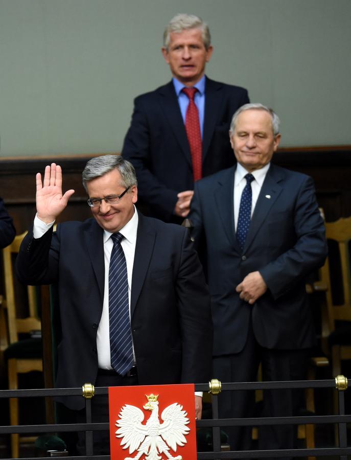 Prezydent RP Bronisław Komorowski, doradca prezydenta prof. Roman Kuźniar (z tyłu) i szef BBN Stanisław Koziej (z prawej) w Sejmie