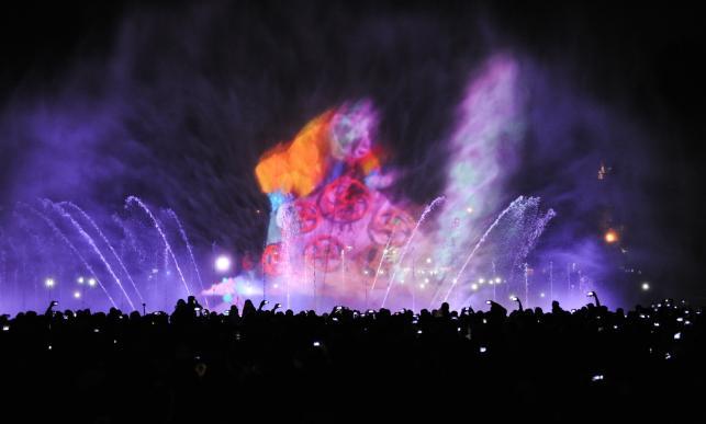 """Pokaz """"Światła Wody"""" w Multimedialnym Parku Fontann"""