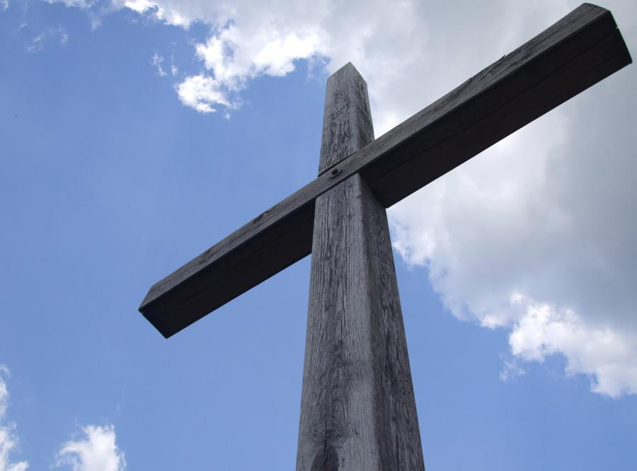 Pozwał do sądu, bo krzyż go obraża
