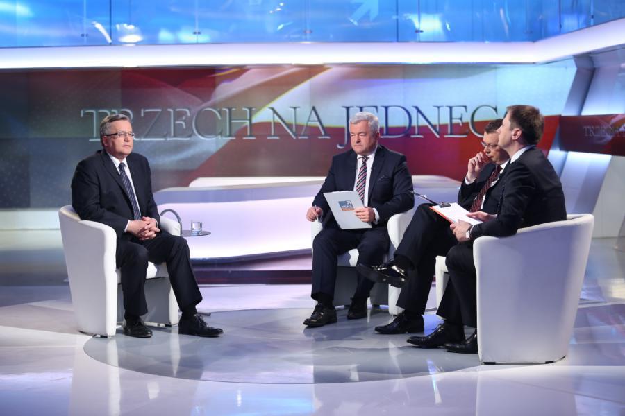 Ubiegający się o reelekcję prezydent RP Bronisław Komorowski oraz dziennikarze: Polsatu - Jarosław Gugała, \