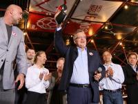 Prezydent Komorowski o głosy słynnych sportowców walczył w ringu. ZDJĘCIA