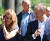 Przewodniczący Rady Europejskiej Donald Tusk z córką Katarzyną po głosowaniu w Sopocie