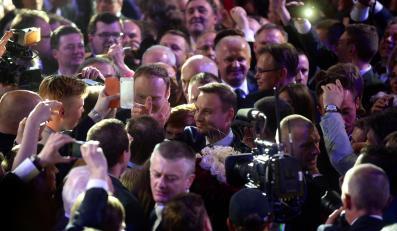 Andrzej Duda i radość w jego sztabie wyborczym