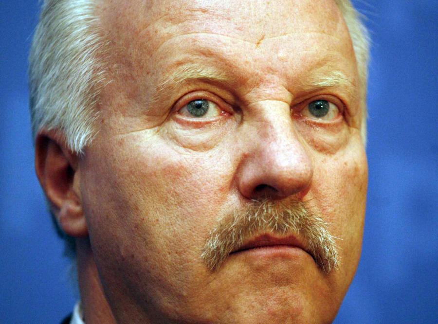 Gen. Petelicki oskarża wojskową biurokrację