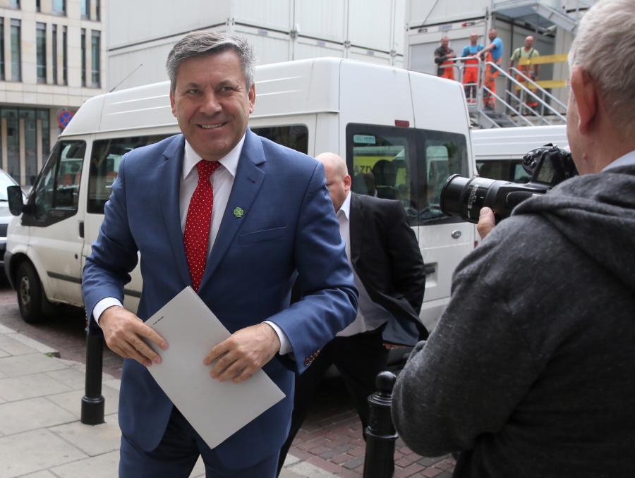 Szef PSL Janusz Piechociński w drodze na obrady Rady Naczelnej partii