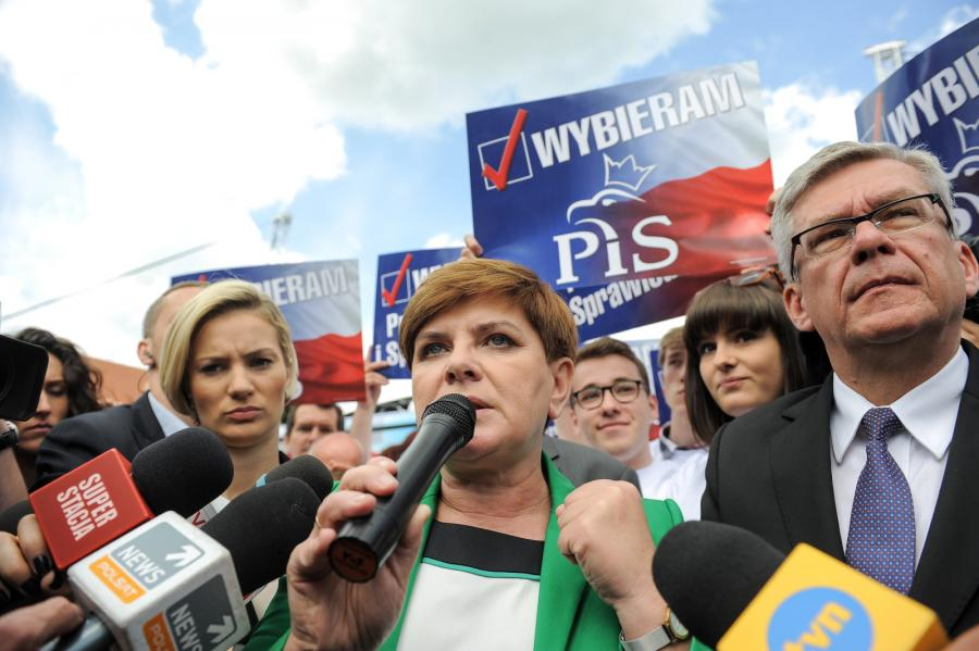 Kandydatka PiS na premiera, wiceprezes partii Beata Szydło podczas spotkania z mieszkańcami miasta w Pułtusku